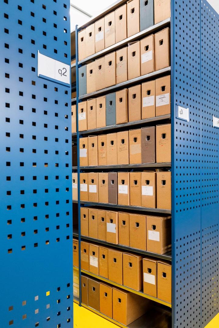 De archiefdozen met fotokopieën van de onderzoeker staan veilig in een depot van het RAZU totdat ze worden vernietigd (Foto: Winfried Leeman)